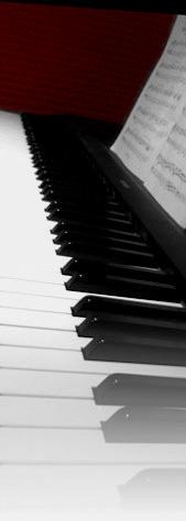 sidephoto-piano-redsplash